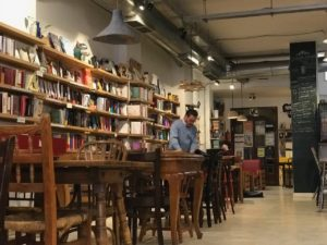 Ubik cafe books in Valencia